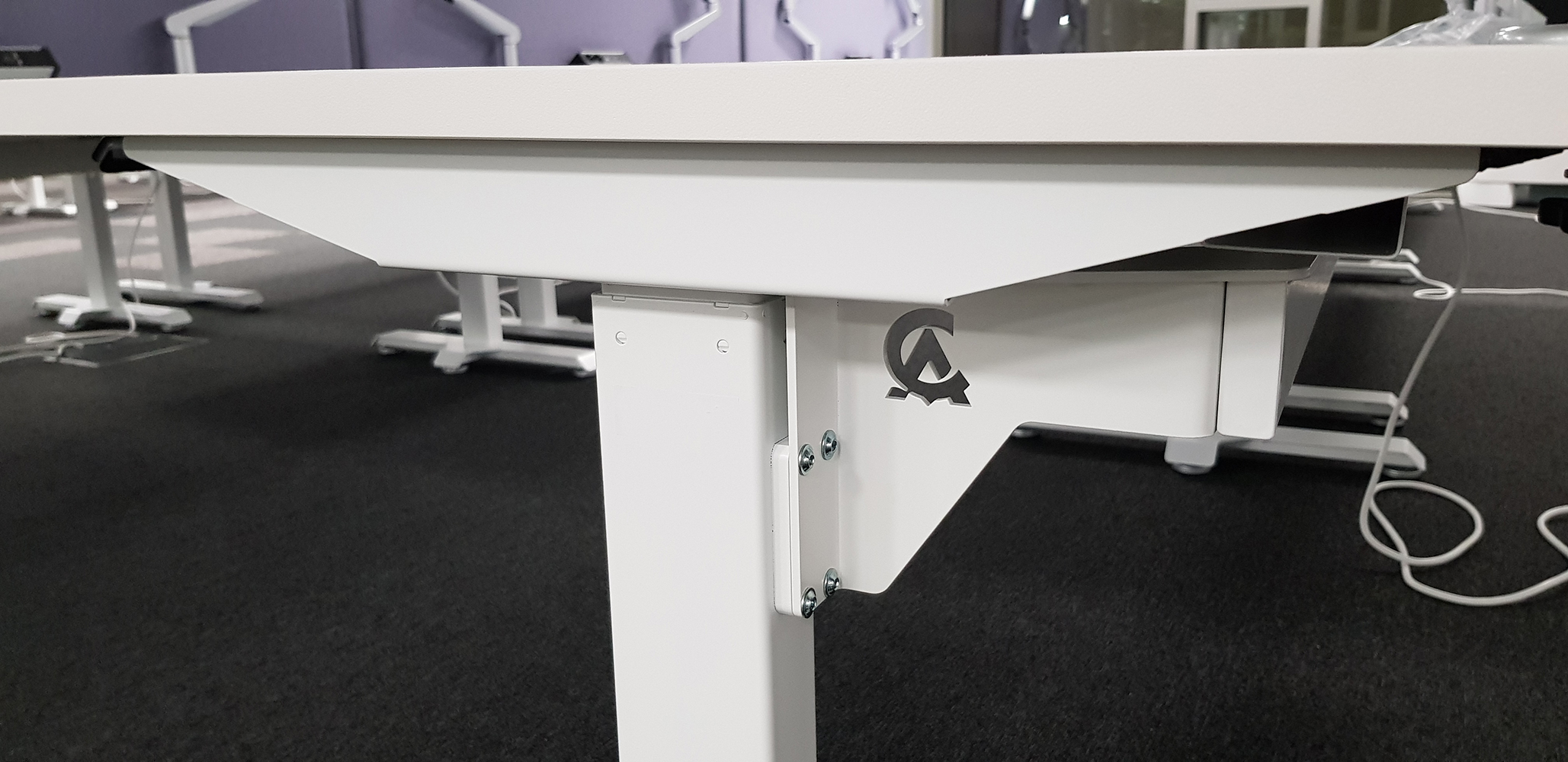 Sit-stand desk BulDesk Pro in Creative Assembly