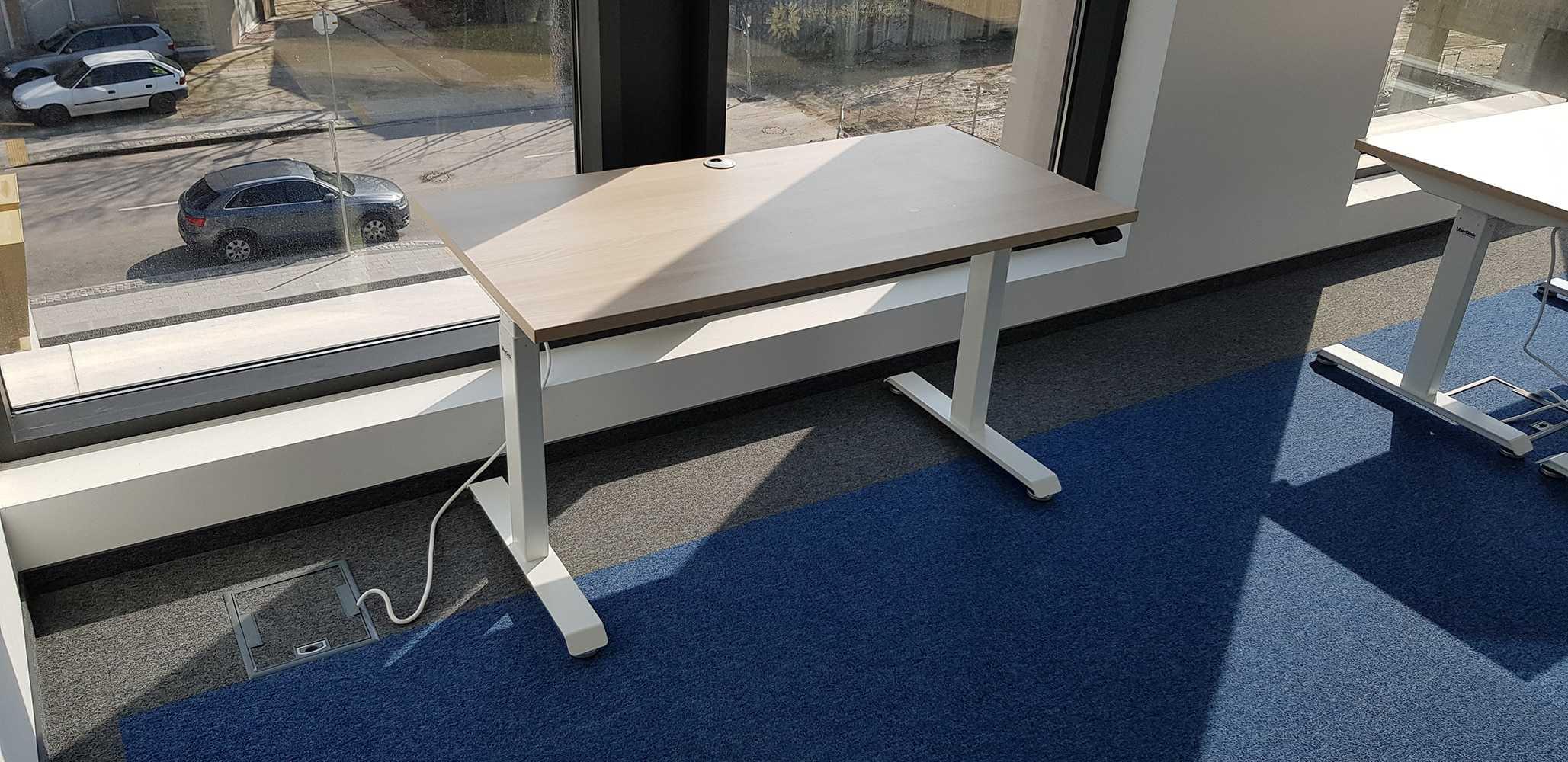 Sit-stand desk BulDesk Pro White legs ad Acacia Worktop