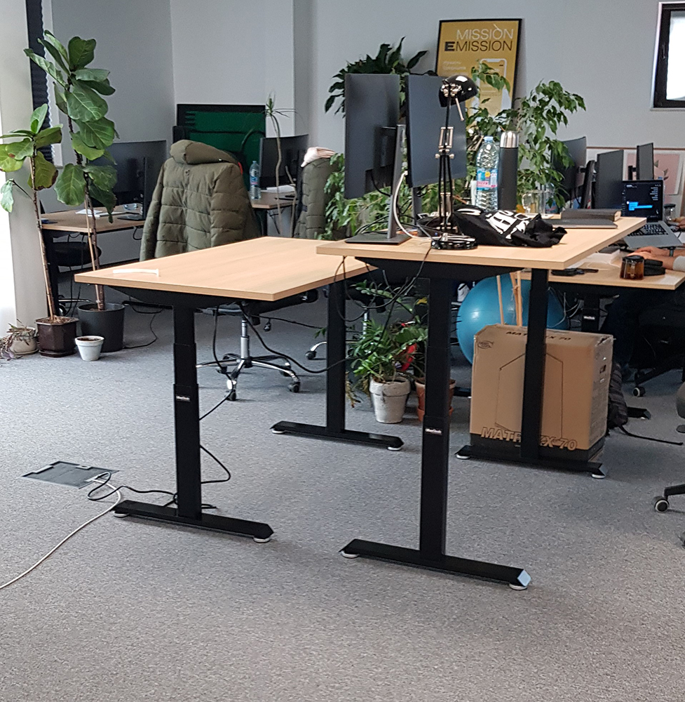Electric desks BulDesk Pro in offices of Nexo