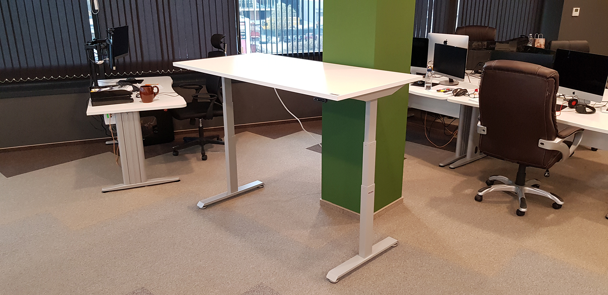 Standing desk BulDesk Pro with Grey base and White worktop