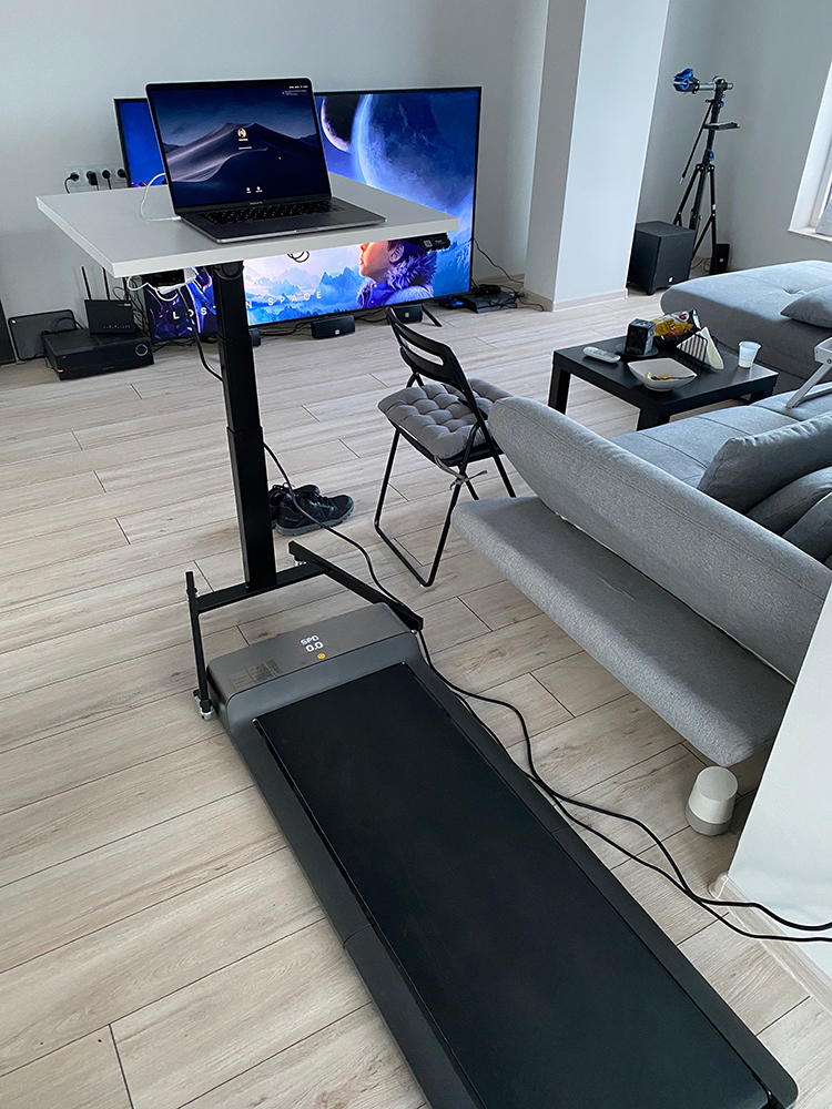 Electric standing desk BulDesk Pro One with treadmill