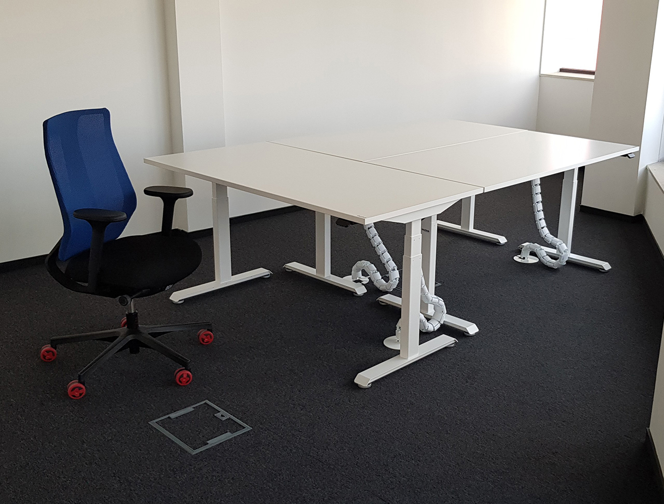 Sit stand desks BulDesk Pro White and blue chair Denuo