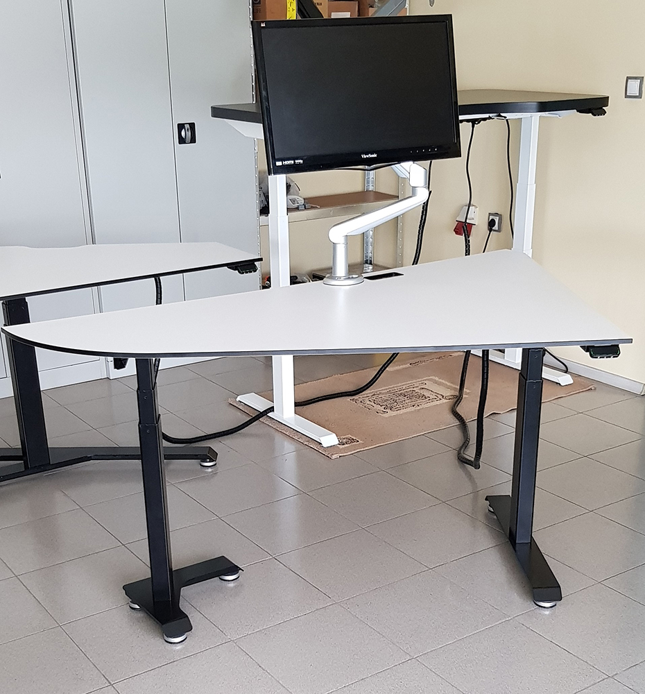Stand-up desk BulDesk Pro Custom with monitor and monitor arm BulDesk Pro Arm